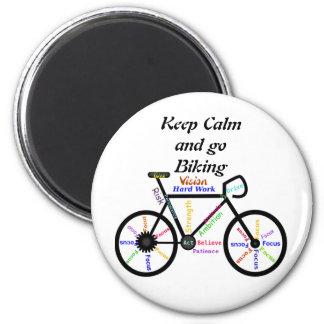 Guarde la calma y vaya a Biking, con palabras de m Imán Redondo 5 Cm