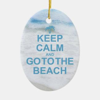 Guarde la calma y vaya a la playa adorno