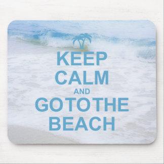 Guarde la calma y vaya a la playa alfombrillas de ratones