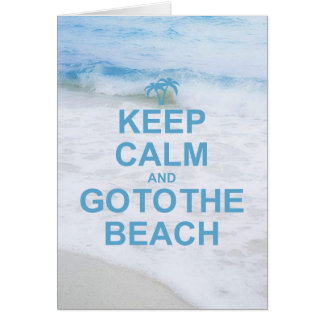 Guarde la calma y vaya a la playa felicitaciones