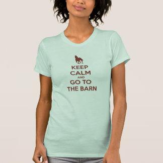 Guarde la calma y vaya a los caballos del granero camiseta