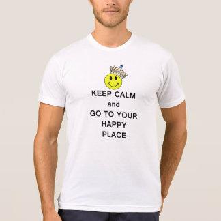 Guarde la calma y vaya a su lugar feliz camiseta