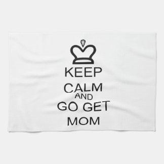 Guarde la calma y vaya consiguen a la mamá toalla de mano