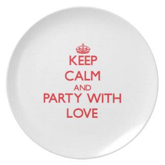 Guarde la calma y vaya de fiesta con amor plato de cena