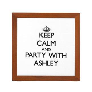 Guarde la calma y vaya de fiesta con Ashley