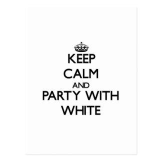 Guarde la calma y vaya de fiesta con blanco postal