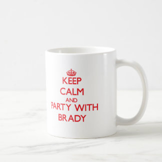 Guarde la calma y vaya de fiesta con Brady Taza Básica Blanca