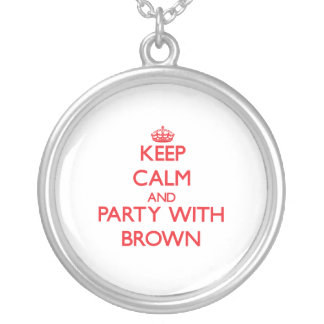 Guarde la calma y vaya de fiesta con Brown Grimpola