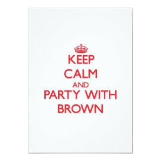 """Guarde la calma y vaya de fiesta con Brown Invitación 5"""" X 7"""""""