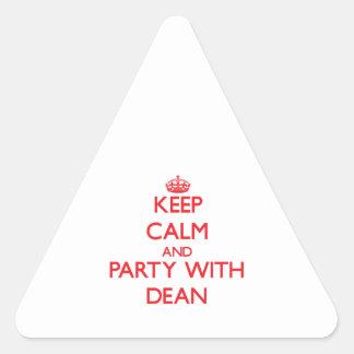 Guarde la calma y vaya de fiesta con el decano pegatina triangular