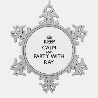 Guarde la calma y vaya de fiesta con el rayo adorno de peltre en forma de copo de nieve