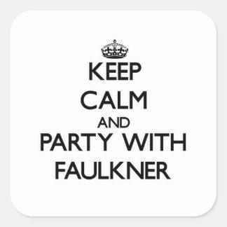Guarde la calma y vaya de fiesta con Faulkner Pegatina Cuadrada