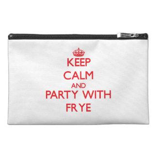 Guarde la calma y vaya de fiesta con Frye