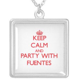 Guarde la calma y vaya de fiesta con Fuentes Pendientes Personalizados