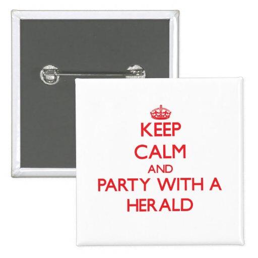 Guarde la calma y vaya de fiesta con Herald Pin Cuadrada 5 Cm