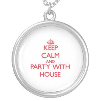 Guarde la calma y vaya de fiesta con la casa grimpola