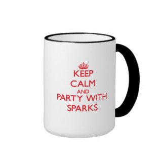 Guarde la calma y vaya de fiesta con las chispas taza de café