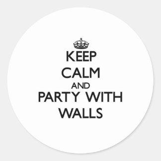 Guarde la calma y vaya de fiesta con las paredes pegatinas redondas