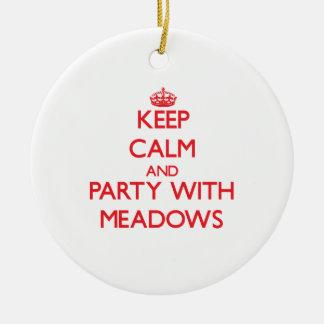 Guarde la calma y vaya de fiesta con los prados adorno de navidad