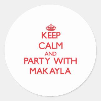 Guarde la calma y vaya de fiesta con Makayla Pegatina Redonda