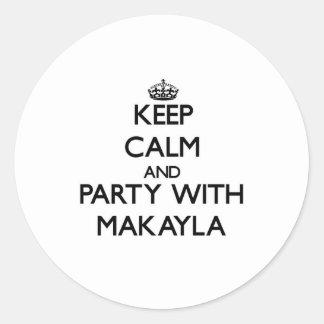 Guarde la calma y vaya de fiesta con Makayla Etiquetas Redondas