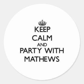 Guarde la calma y vaya de fiesta con Mathews Pegatina Redonda