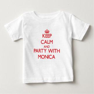 Guarde la calma y vaya de fiesta con Mónica Tshirts