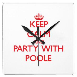 Guarde la calma y vaya de fiesta con Poole Reloj De Pared