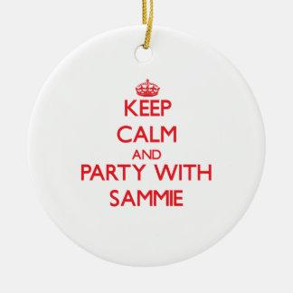 Guarde la calma y vaya de fiesta con Sammie Adorno Redondo De Cerámica