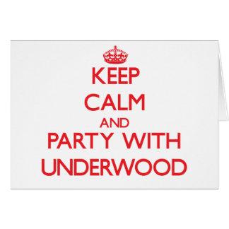 Guarde la calma y vaya de fiesta con sotobosque tarjeta de felicitación