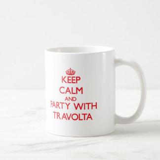 Guarde la calma y vaya de fiesta con Travolta Taza Básica Blanca