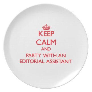 Guarde la calma y vaya de fiesta con un ayudante e platos de comidas
