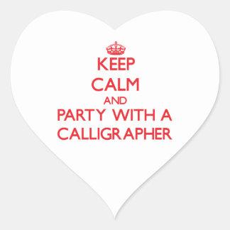 Guarde la calma y vaya de fiesta con un calígrafo pegatina en forma de corazón