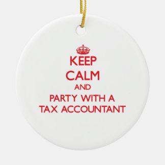 Guarde la calma y vaya de fiesta con un contable d ornamentos de navidad