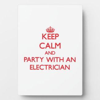 Guarde la calma y vaya de fiesta con un electricis placa de plastico