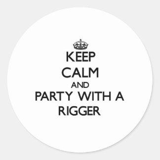 Guarde la calma y vaya de fiesta con un instalador etiquetas redondas