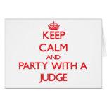 Guarde la calma y vaya de fiesta con un juez felicitaciones