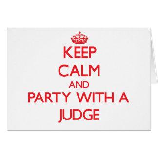 Guarde la calma y vaya de fiesta con un juez tarjeta de felicitación