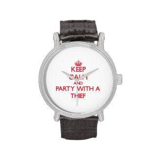 Guarde la calma y vaya de fiesta con un ladrón relojes de pulsera