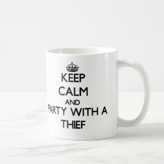Guarde la calma y vaya de fiesta con un ladrón tazas de café