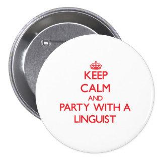 Guarde la calma y vaya de fiesta con un lingüista pin redondo 7 cm