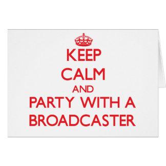 Guarde la calma y vaya de fiesta con un locutor tarjeta de felicitación