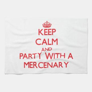 Guarde la calma y vaya de fiesta con un mercenario toallas de mano