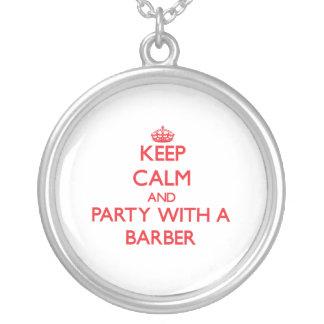 Guarde la calma y vaya de fiesta con un peluquero collares personalizados