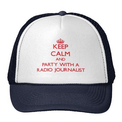Guarde la calma y vaya de fiesta con un periodista gorro de camionero