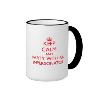 Guarde la calma y vaya de fiesta con un personific taza