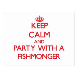Guarde la calma y vaya de fiesta con un pescadero postales