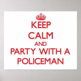 Guarde la calma y vaya de fiesta con un policía posters
