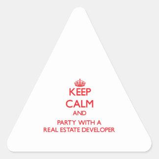 Guarde la calma y vaya de fiesta con un promotor i pegatina trianguladas personalizadas