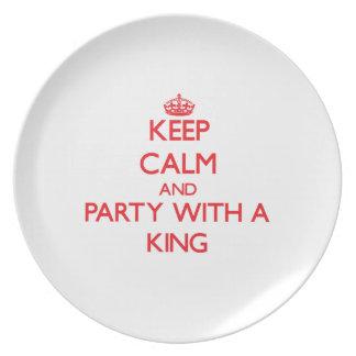 Guarde la calma y vaya de fiesta con un rey plato de cena